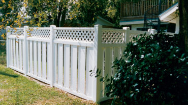 Melbourne Vinyl Fence with Lattice