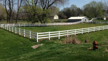 3 Rail White Vinyl Fence
