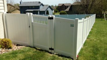 Lakeland 6' Privacy Vinyl Fence with Montauk Gate