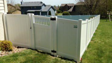 Lakeland 6' Privacy Vinyl Fence with Montauk Gate