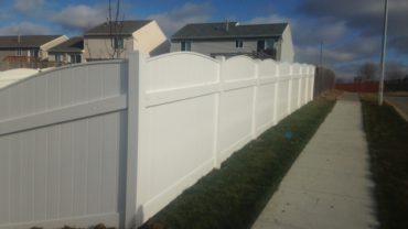 Lakeland Convex 6' tall Vinyl Fence