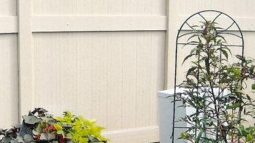 Lakeland Convex Adobe Embossed Vinyl Fence