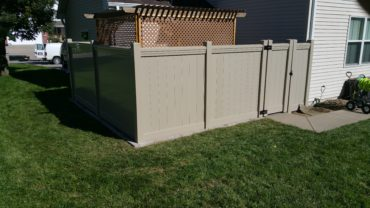 Lakeland Vinyl Fence with Maxwell Rail Adobe