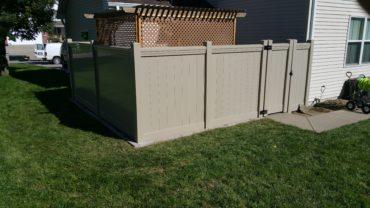 Lakeland Vinyl Fence with Maxwell Rail Adobe
