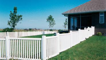 Malibu Stepped Vinyl Fence