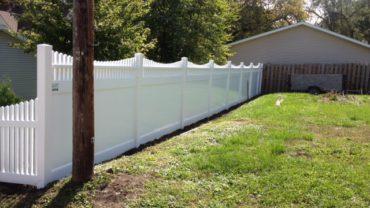 Montauk Scallop Vinyl Fence