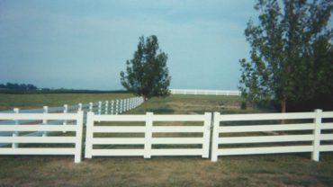 4 Rail Single Gate White Vinyl
