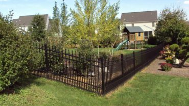 1131 Aluminum Fence with Puppy Pickets