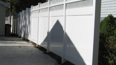 Montauk Straight White Vinyl Fence