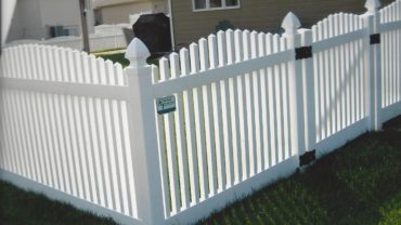 Hampton Scalloped Up Vinyl Fence