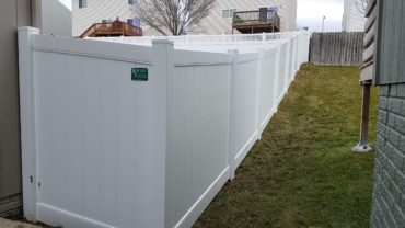 White Lakeland VInyl Fence
